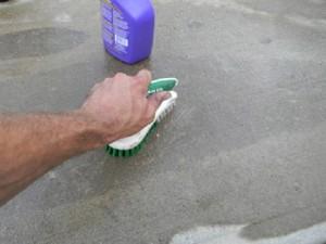 Beton schoonmaken alvorens waterdicht te kunnen maken