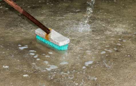zelf beton schoonmaken, zelf beton reinigen, beton schrobben, beton reinigingsmiddel
